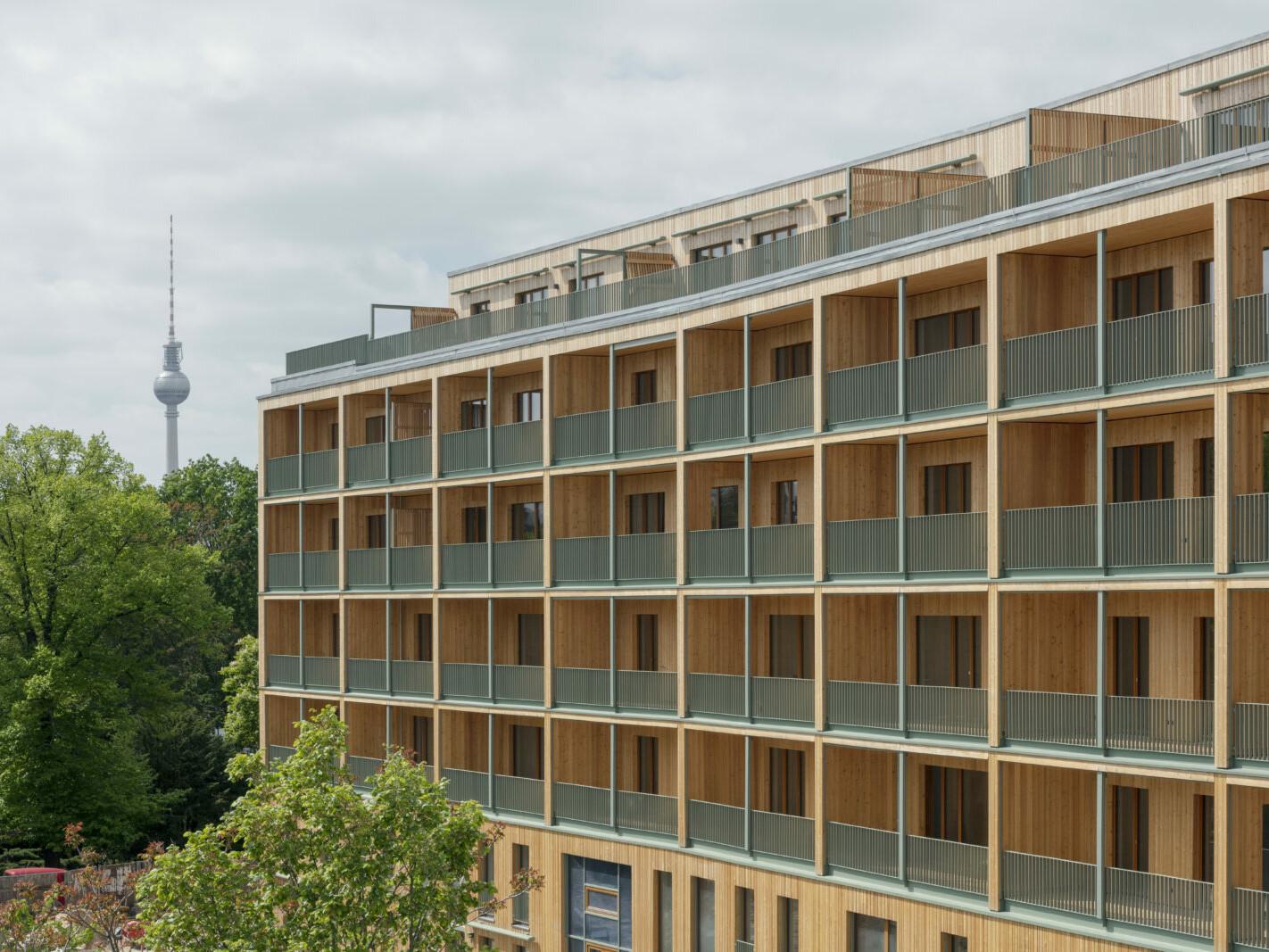 Landsberger Allee _Berlin_Holzbau-Wohnhaus_brandschutz-plus-eberl-pacan-brandschutzplaner_Perspektive Garten_Jan Bitter