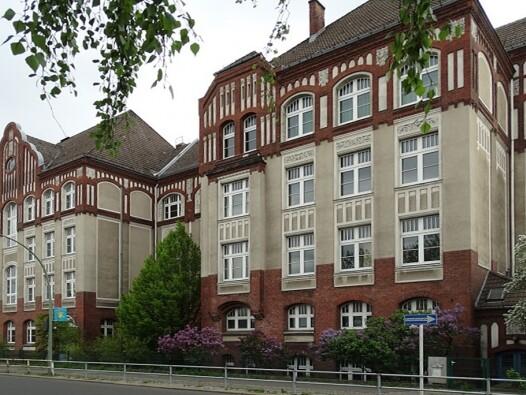 Luise-und-Wilhelm-Teske-Schule Berlin_brandschutz plus eberl-pacan brandschutzplaner_Foto Perspektive aussen Straßenansicht
