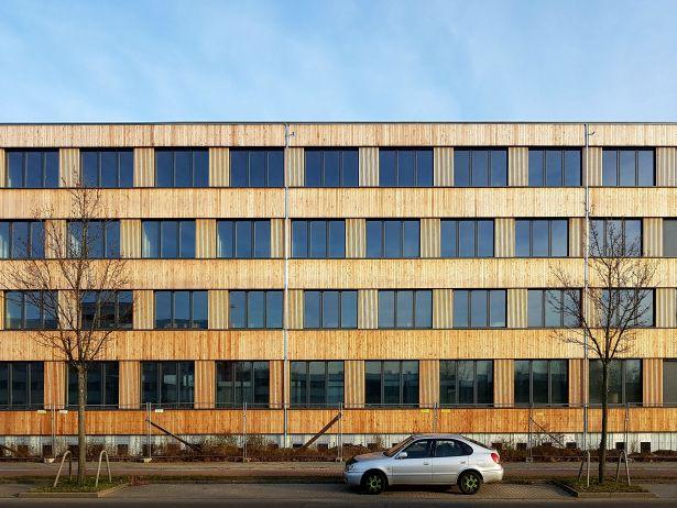 Neubau Firmengebäude Flexim GmbH Berlin_brandschutz plus eberl-pacan brandschutzplaner_Berlin_Foto Baustelle Holzfassade Ansicht