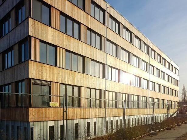 Neubau Firmengebäude Flexim GmbH Berlin_brandschutz plus eberl-pacan brandschutzplaner_Berlin_Foto Baustelle Holzfassade