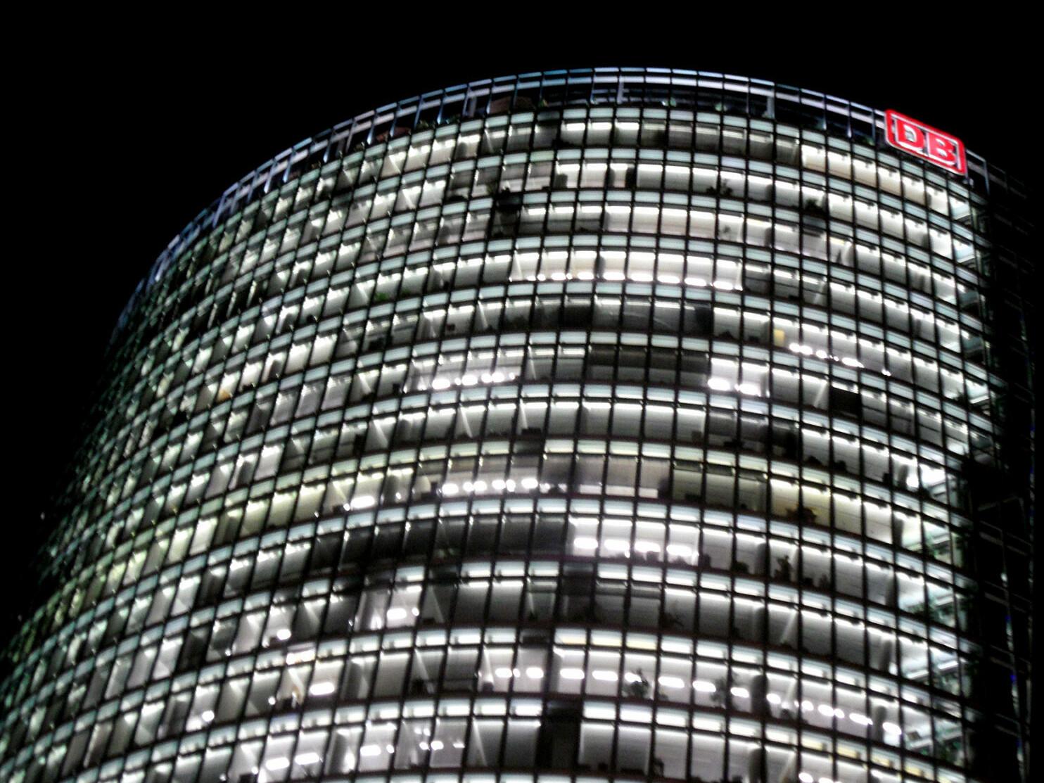 DB bahntower_Berlin_Potsdamer platz_Sonderbauten sind z. B. Hochhäuser Foto_onnola auf Flickr