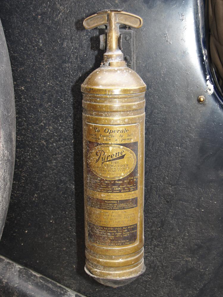 alterfeuerlöscher_Brandschutz historisch-Feuerlöscher aus den 1930er Jahren Foto_WolfgangS at de-wikipedia