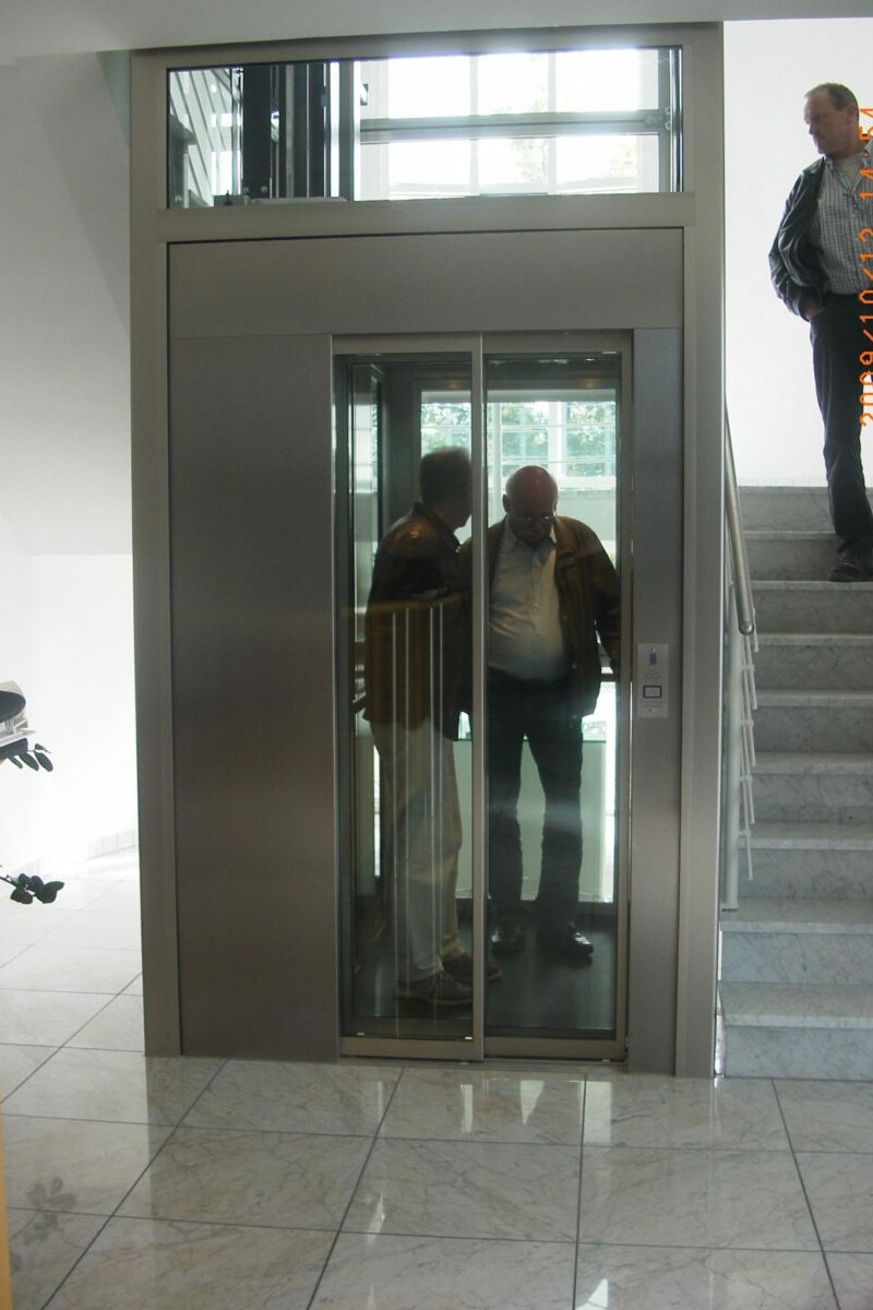 aufzughiromuc_Aufzug im Treppenraum_Foto_Gottfried Erdmann