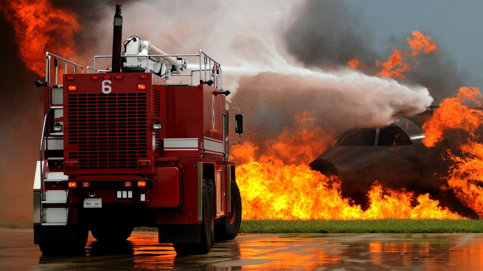 ttp://2019.brandschutz-kontor.de/wp-content/uploads/2020/09/flickr-4949436050-original_Feuerwehrfahrzeug-im-Einsatz-Foto_Kenny-Holston.jpg