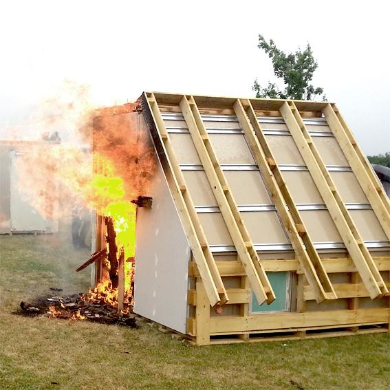 Bild_Brandschutz im Holzbau_Brandversuch