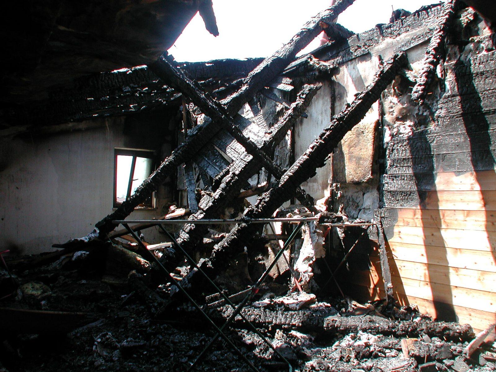 Brandschaden Foto_Mibag Sanierungs GmbH_abbruch_holz