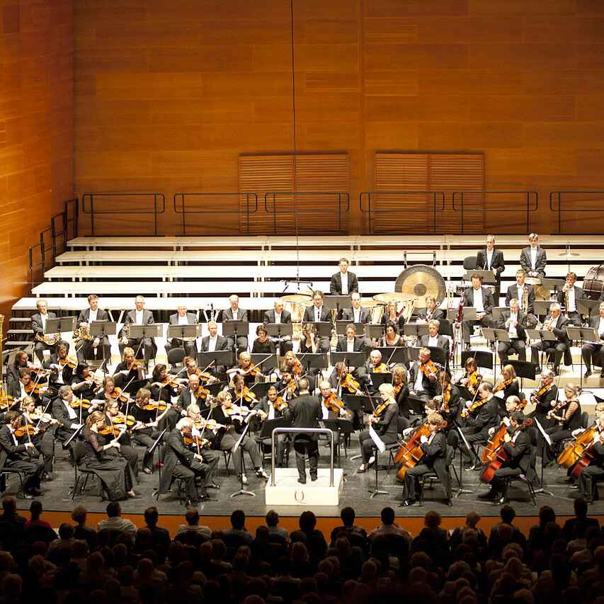 https://brandschutzplus.de/wp-content/uploads/2021/01/1280px-2011_Rotterdams-Philharmonisches-Orchester-Foto-Quincena-Musical.jpg
