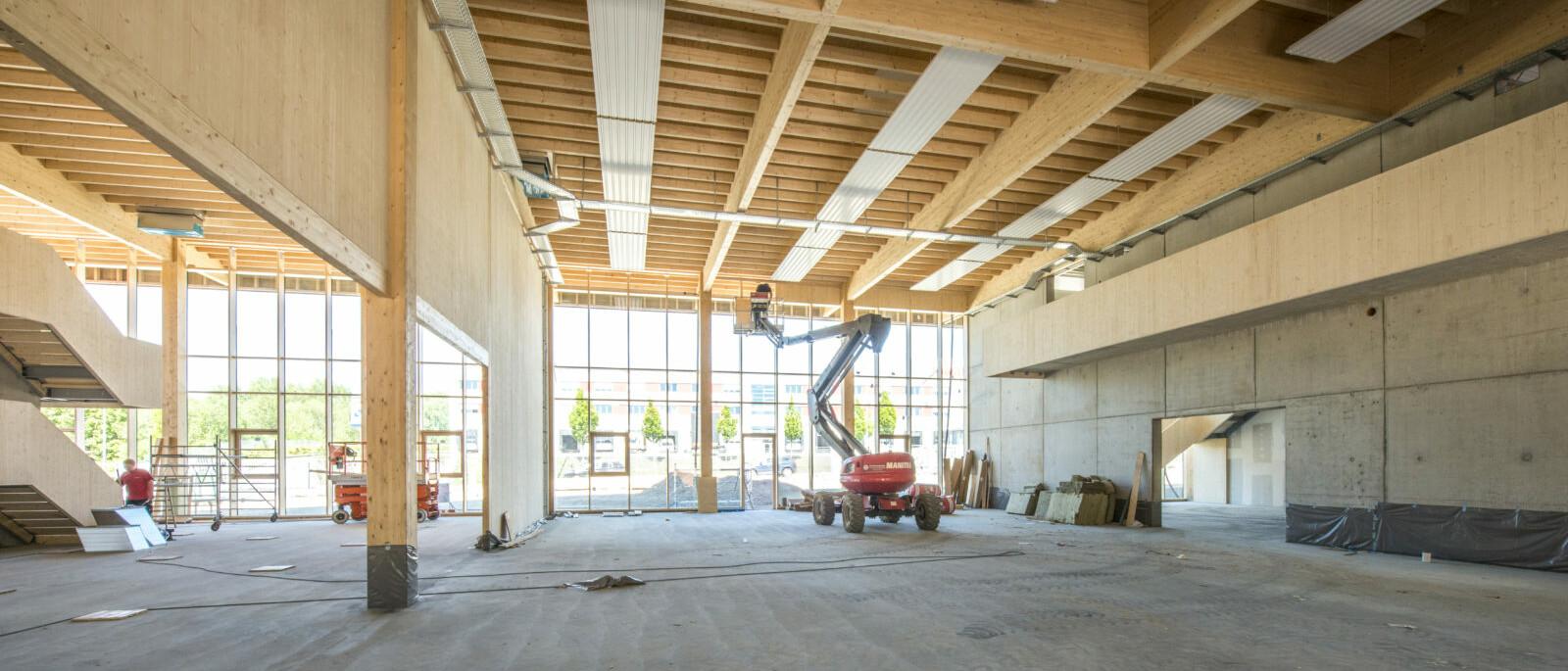 Jowat Detmold Holzbau Industrie_brandschutz plus eberl-pacan brandschutzplaner_Firstträger im Werkstätten- und Foyerbereich (c)Züblin Timber