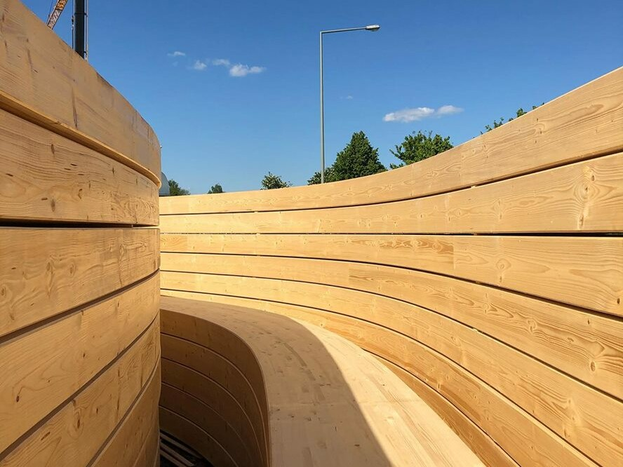 IT-Campus Paderborn_ Baustelle_ geschwungene Holzwand