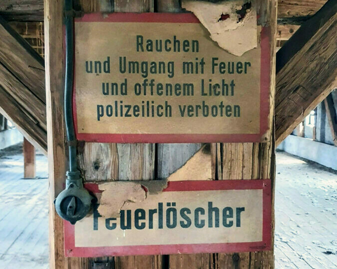 Alte Feuerschilder_Dachstuhl Holz_20200805_120607