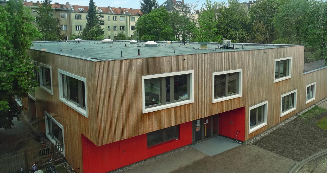 Die Johannes-Schule in Berlin- Schöneberg wurde als Holzbau umgesetzt. Reinhard Eberl- Pacan war bereits frühzeitig als Brandschutzplaner bei dem Projekt eingebunden.